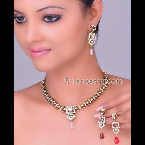 Fashionable Cubic Zircon Necklace Set