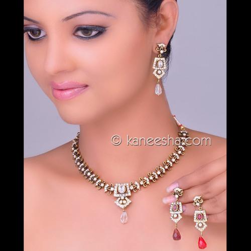 Fashionable Cubic Zircon Necklace Set