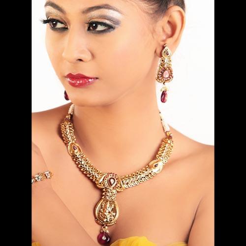Attractive Stones Adorned Necklace Set