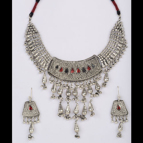 Dashing Oxidized Silver Necklace Set Kaneesha