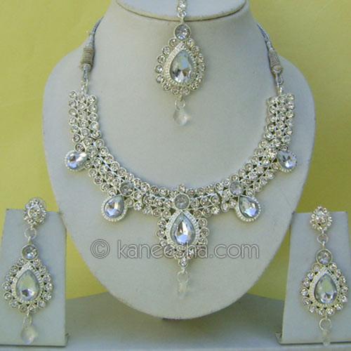 Silver Cubic Zircon Designer Necklace Set