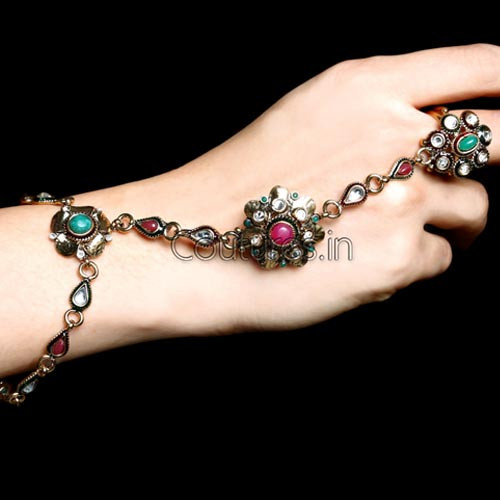 Extremely Stylish Floral Imitation Finger Bracelet