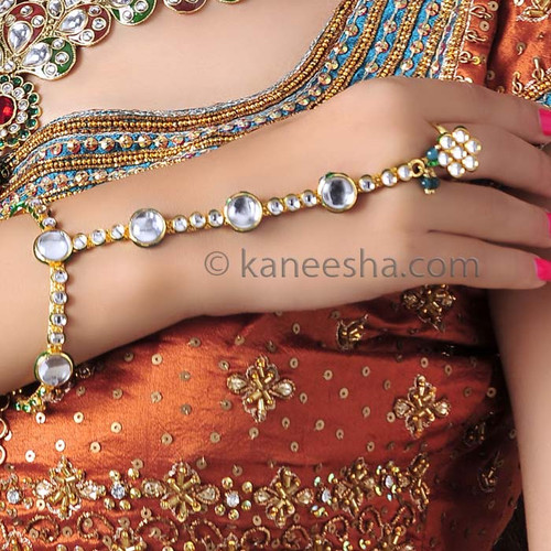 Eyecatching Kundan Ethnic Finger Ring Bracelet