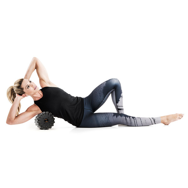 Kim Lyons using the Bionic Body Rechargeable Vibrating Recovery Foam Roller Massager - BBVYP for massaging shoulders