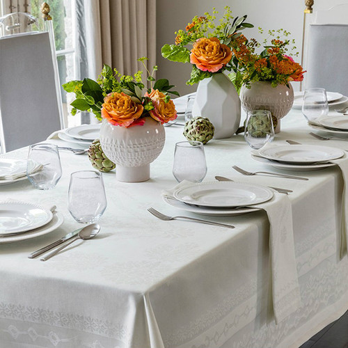 Sferra Baressa Tablecloth Set with 12 Napkins