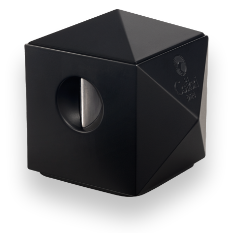 m-colibri-black-quasar-two-in-one-desktop-cigar-cutter-exterior-1-clipped-rev-1.png
