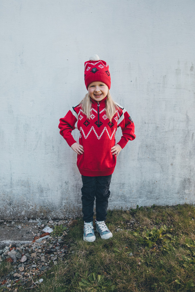 Young Girl Wearing Dale of Norway Seefeld Pullover, Kids - Raspberry/Navy/Off White, 93651-B