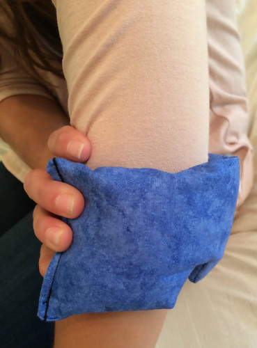 The Eye Wrap may be small, but it is versatile. Something like a sore elbow can benefit from hot therapy. Inflammation in the elbow can benefit from cold therapy. Good thing a Relax Wrap can do both!
