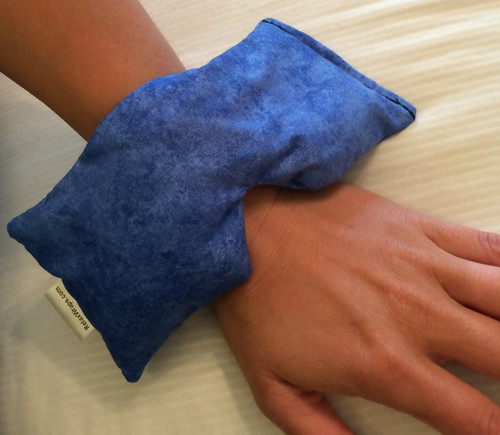 The Eye Wrap may be small, but it is versatile. Something like a sore wrist can benefit from hot therapy. Inflammation in the wrist can benefit from cold therapy. Good thing a Relax Wrap can do both!
