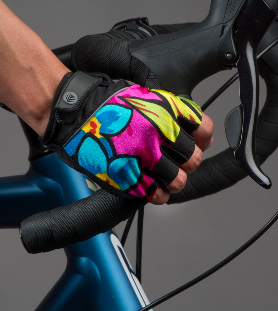 gelpadded-fingerless-cyclingglove-tropical-model.png