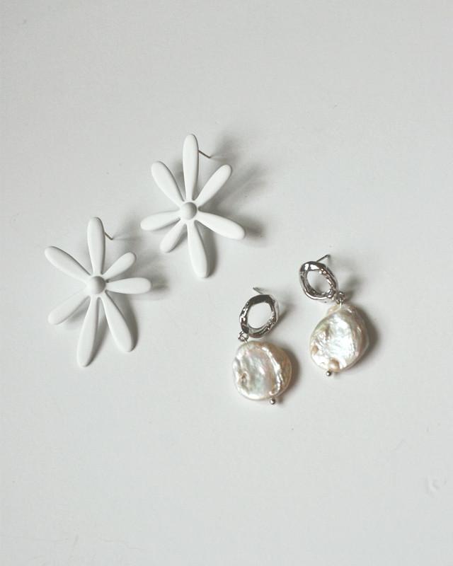 Matte White Daisy Stud Earrings from kellinsilver.com