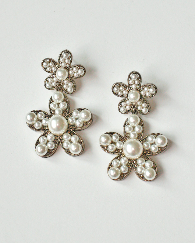Antique Gold Pearl Millgrain Daisy Dangle Earrings from kellinsilver.com