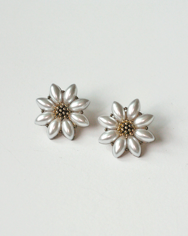 Antique Gold Pearl Daisy Earrings Stud from kellinsilver.com