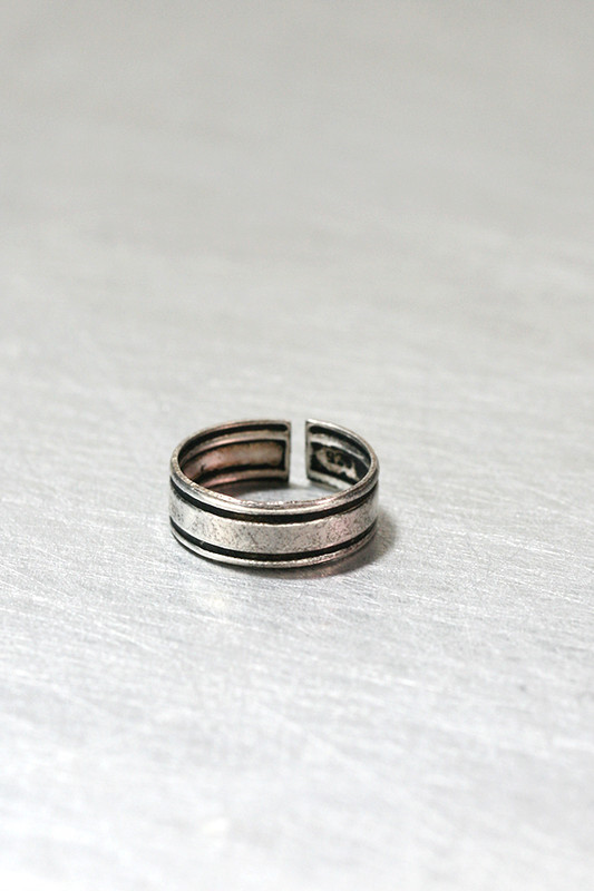 Oxidized Sterling Silver Simple Knuckle Ring from kellinsilver.com