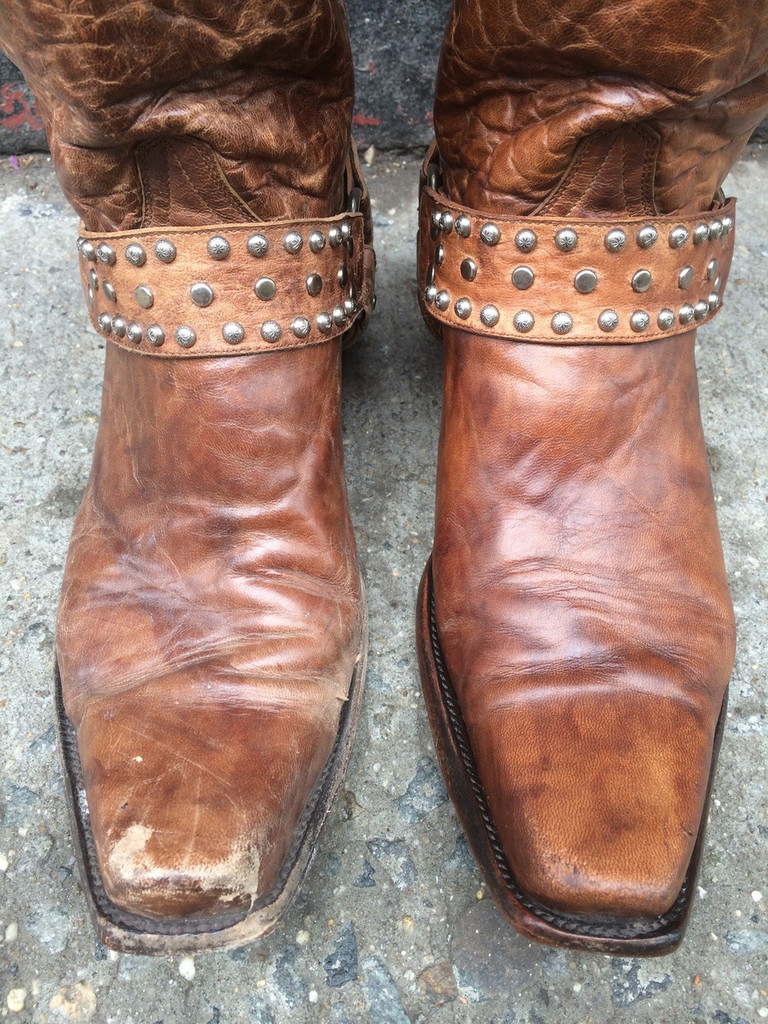 Boot on the right side is treated with Black Rock Rich N Leather. The one on the left side is untreated.