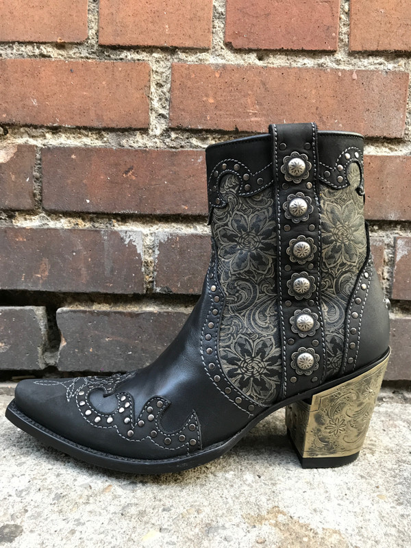 Every once in a while I'm inspired to blog about a boot!   Well, This 20th Century Inspiration Sure did me in!