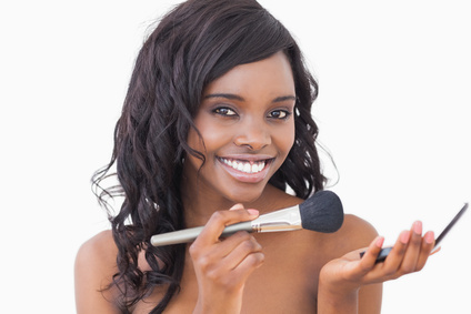 young-african-american-woman-mineral-makeup-pressed-powder-skin-problems.jpg