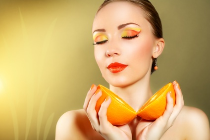 woman-mineral-foundation-color-change-going-orange.jpg