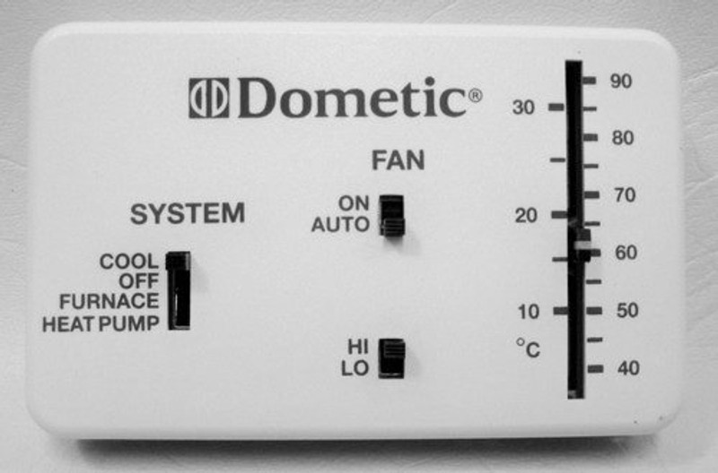Dometic Cool/ Furnace/ Heat Pump Thermostat 3106995.040