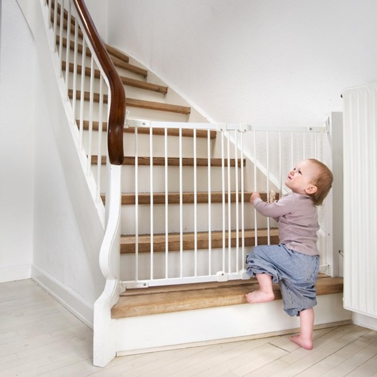BabyDan Flexi Fit Metal Stair Gate   White (67 105.5 Cm)