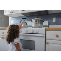 Dreambaby® Stove Top Guard in use