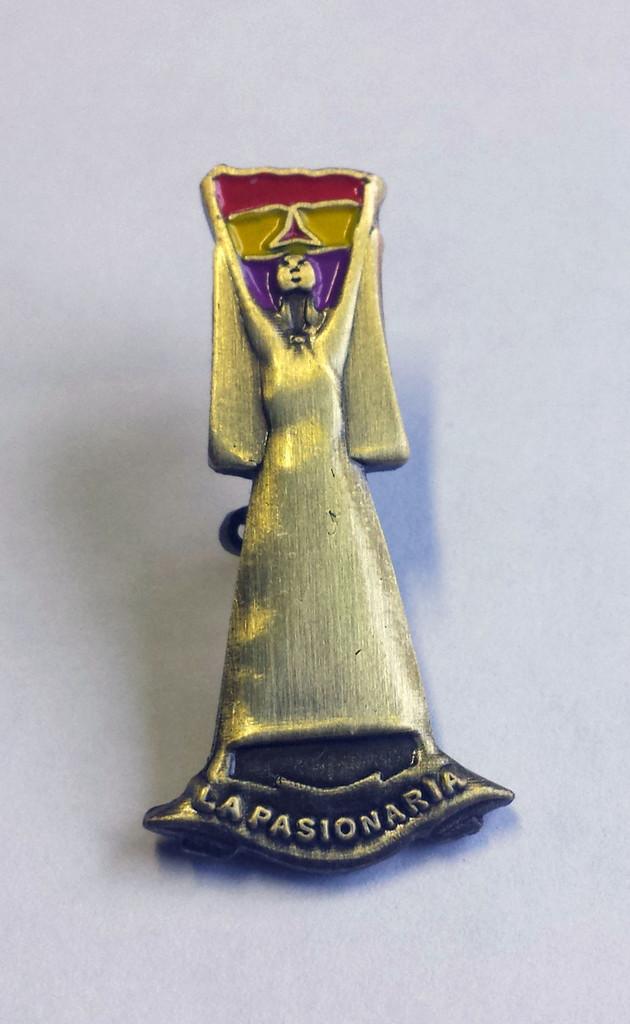 La Pasionaria badge