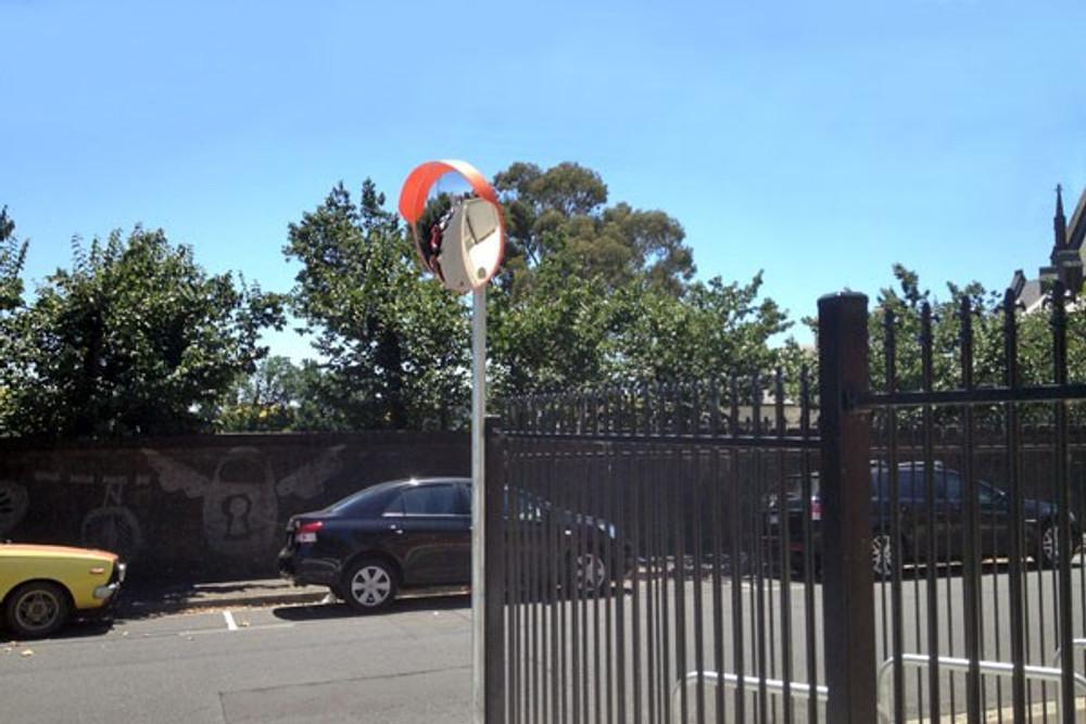 Convex mirror - 1000mm outdoor (wall & post mount bracket supplied)
