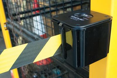 Retracta-belt wall mount BLK/YELLOW belt including receiver clip - 7.6m