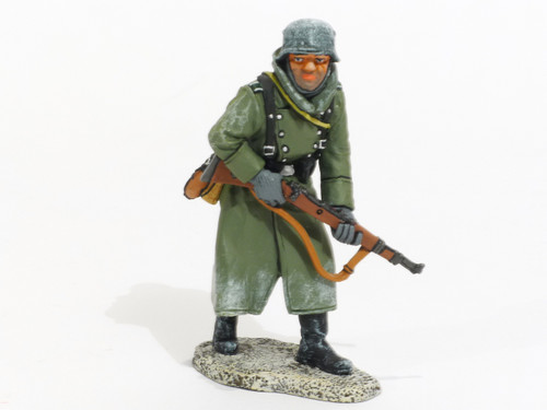 World War II Battle Of The Bulge (Germans) Advancing With Rifle #1 Collectible Soldier BBG056
