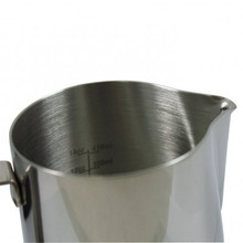 20oz frothing pitcher with etched volumes
