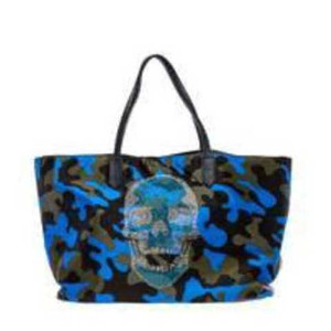 Travel in style with this  fun Tote. Ideal for day/weekend trips!