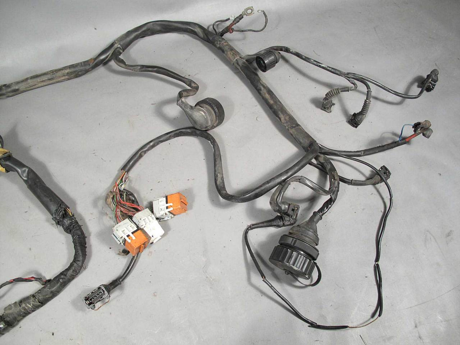BMW E30 325i M20 2.5L Engine Wiring Harness Complete Auto Trans 1989 Bmw E Wiring Harness on morris minor wiring harness, bmw e90 wiring harness, lexus wiring harness, mercedes wiring harness, bmw x5 wiring harness, bmw e39 wiring harness, audi a4 wiring harness, subaru wiring harness, engine wiring harness, vw wiring harness, nissan 350z wiring harness, bmw 2002 wiring harness, fiat 500 wiring harness, bmw 328 wiring harness, bmw e46 wiring harness,