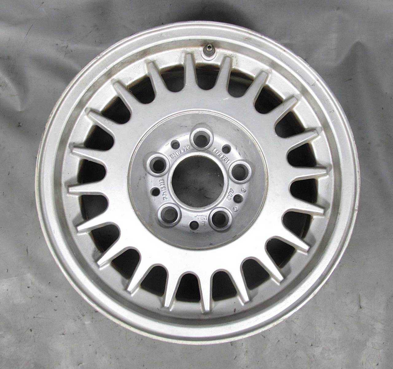 Bmw E34 5 Series E32 15 Style 2 Bottle Cap Factory Alloy Wheel 1988