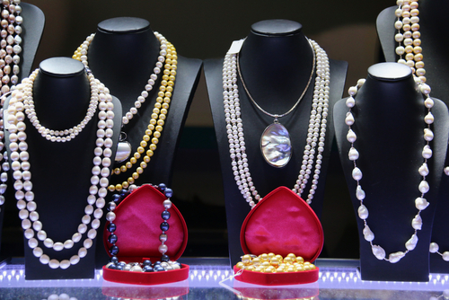 pearl-jewellery-display.jpg