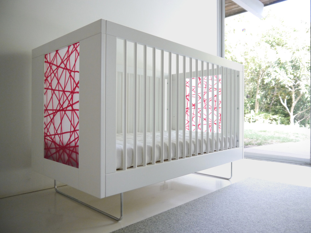 Alto Crib shown with Red Strand panels.