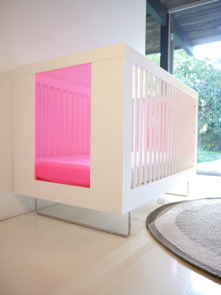 Alto Crib with Transparent Honeysuckle Acrylic End Panels