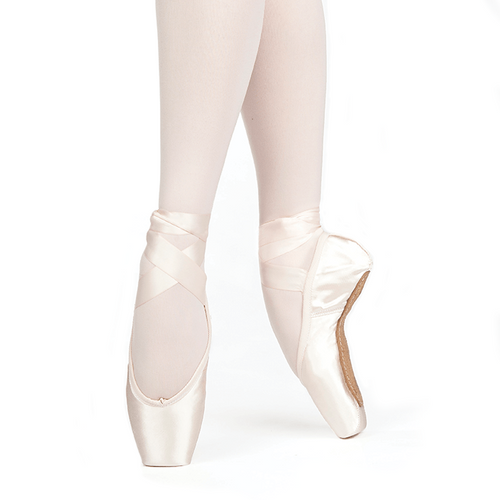 "Almaz U-Cut Drawstring     Like its namesake gem, Almaz (""diamond"") u-cut pointe shoes with drawstring sparkle with crystalline beauty, flattering the foot with the clean lines of a pleatless toe platform and sleek heel, and pliable, long-lasting shanks. The medium platform size and somewhat tapered box are ideally suited to dancers with moderately tapered toes, and the low crown hugs toes that are shallow to moderately full."