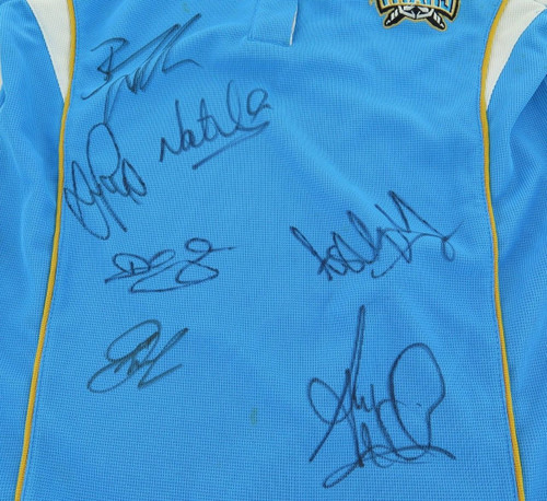 Gold Coast Titans signed supporters shirt w/ 7 signatures