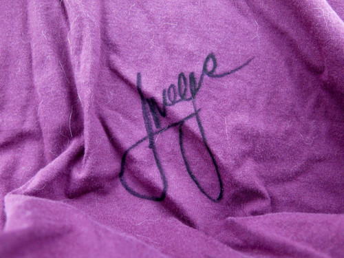 QLD STATE OF ORIGIN / MAROONS SIGNED SUPPORTERS T-SHIRT. 5 SIGNATURES