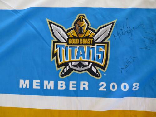 RARE 2008 GOLD COAST TITANS SIGNED SUPPORTERS LARGE FLAG. 5 SIGNATURES.