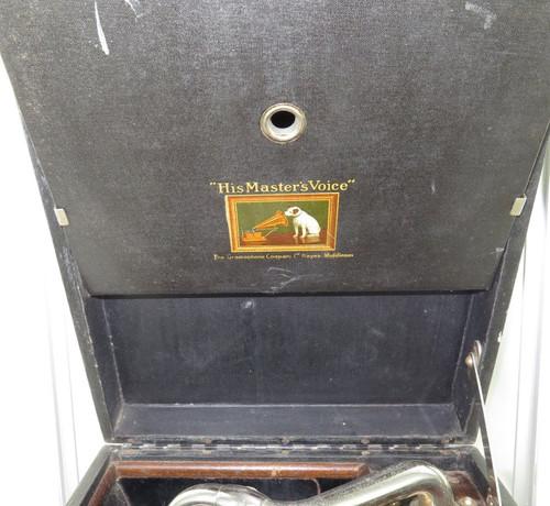 EARLY 1900s HMV C101G PORTABLE GRAMOPHONE.
