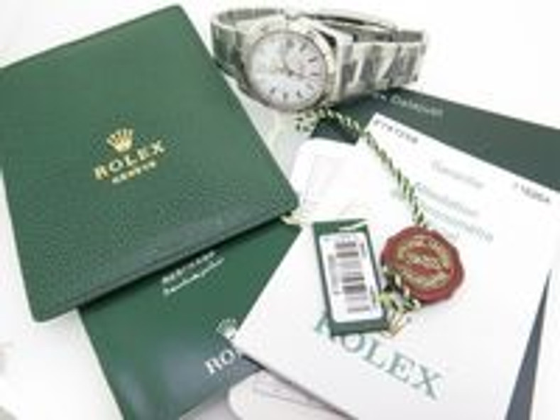 Buying a rolex as a gift? Everything you need to know to make the right decision