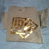 iD2 gold on grey tee