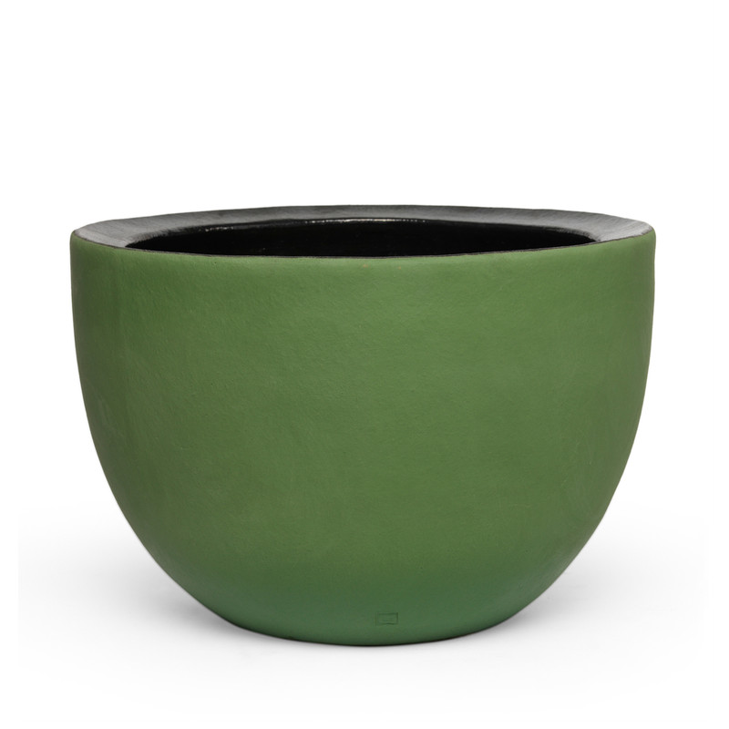 AXEL pots are coloured with a coloured silt by 'angoben' with the special property not to 'glaze' during baking. The result is the beautiful matte color.