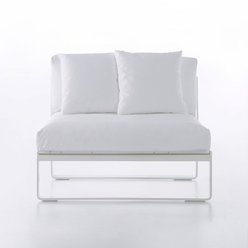 Gandiablasco Sofa Flat Modular 3. Made of thermo-lacquered aluminium profiles and 100% recyclable polyethylene. Polyurethane foam rubber covered with water-repellent fabric. Removable fabric cover.  NOTE: No special sizes available in this collection.