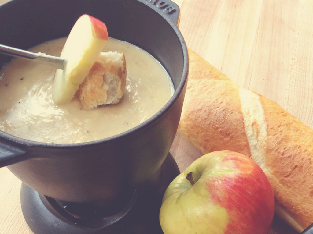 The Best Snack To Serve On The Fly: Heat A Batch Of Cheese Fondue Sous Vide