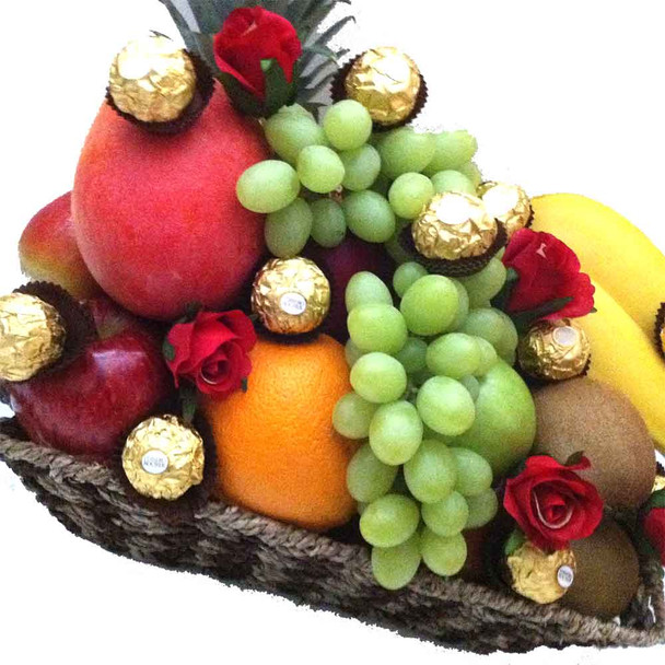 Delight your Mum with fruit and chocolates