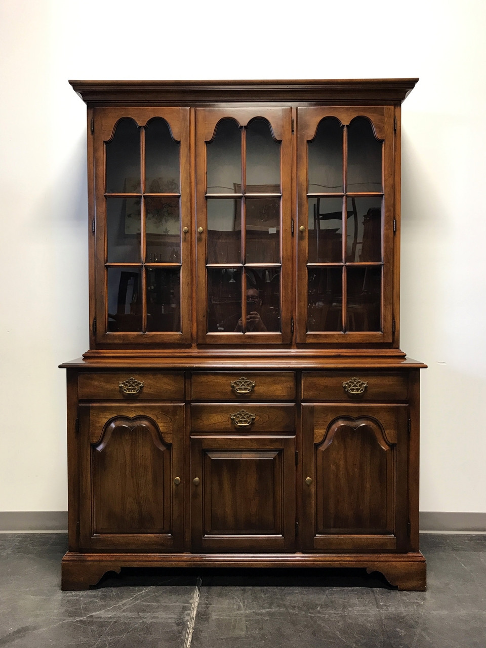 sold out statton oxford antique cherry china cabinet. Black Bedroom Furniture Sets. Home Design Ideas