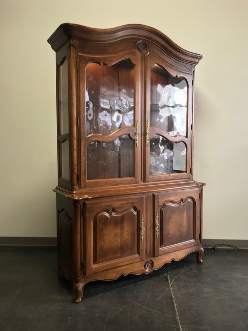 Lovely Vintage Ethan Allen China Cabinet