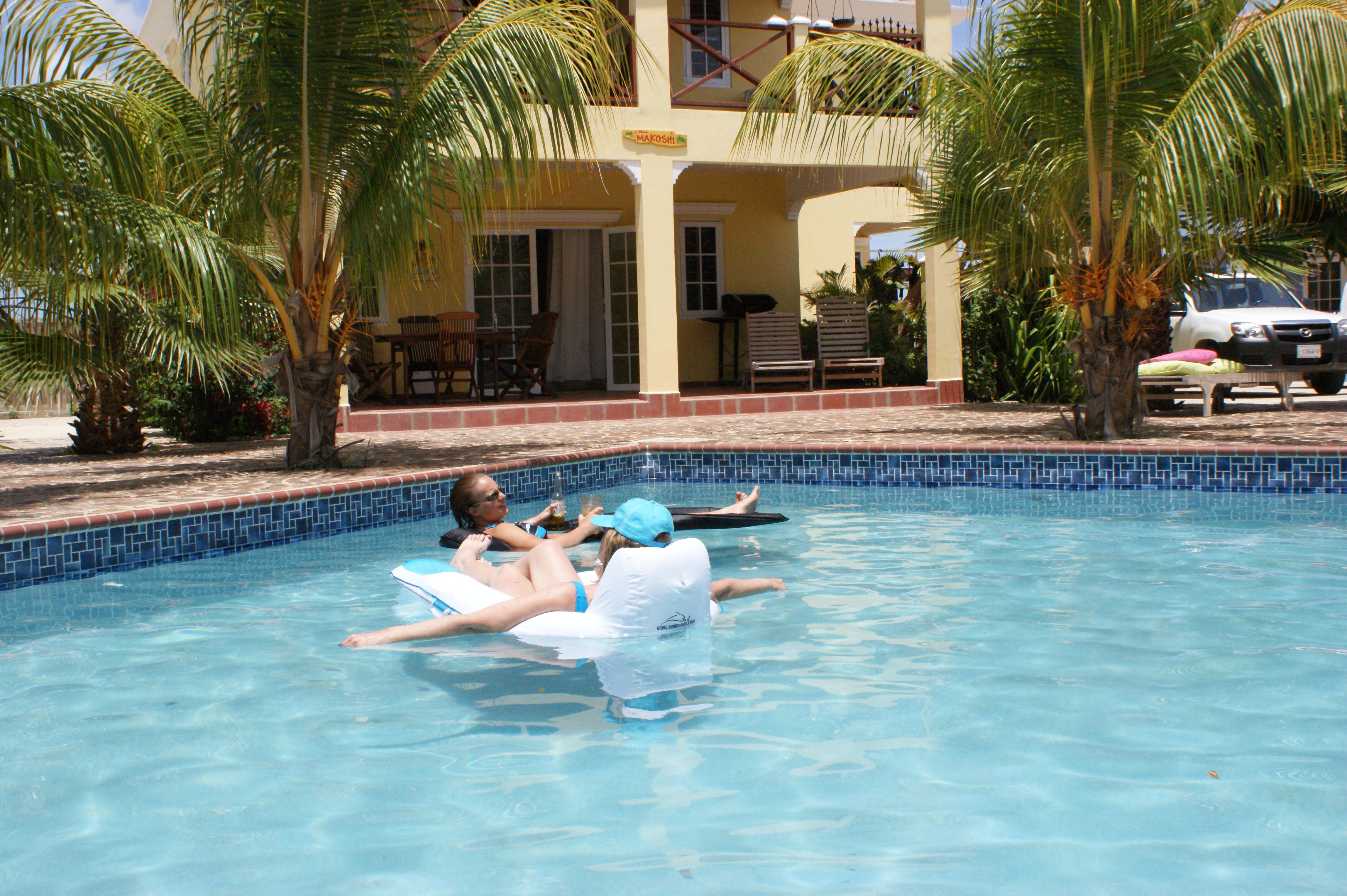 bonaire-villa-makoshi-pool-fun.jpg